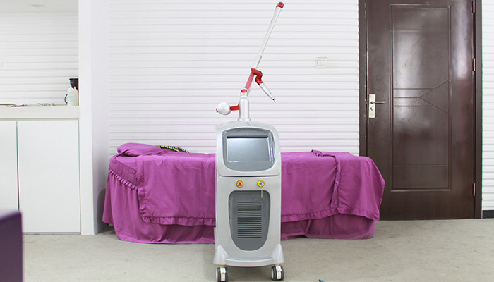 220v / 110v Red Diode Laser Tattoo Removal Equipment For Pigment Removal